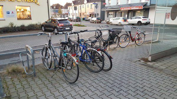 Fahrradständer am Haltepunkt-Zweckel