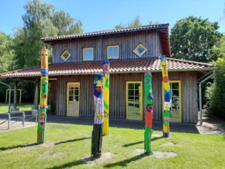 Jugendkunstschule wirbt vor dem Karo