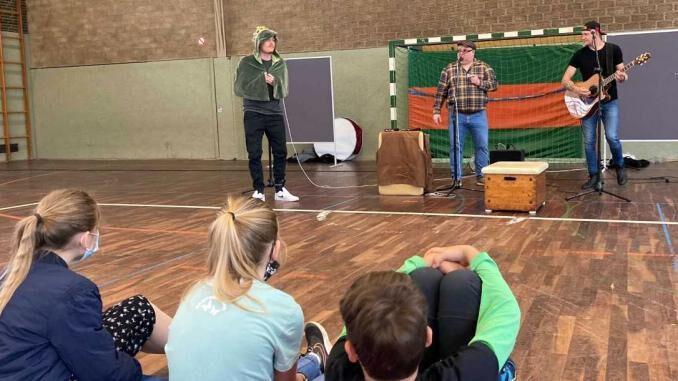 Chris Kramer begeistert Schüler - Kreisweite Schultheatertage