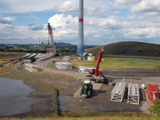 150 Meter hoher Baustellenkran in Gladbeck auf der Mottbruchhalde