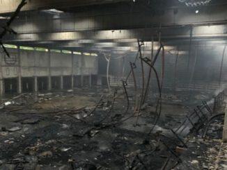 Sporthallenbrand in Rentfort-Nord: Vollalarm für die Feuerwehr
