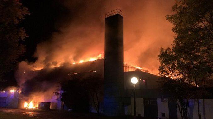 Sporthalle der Gesamtschule in Rentfort-Nord ausgebrannt